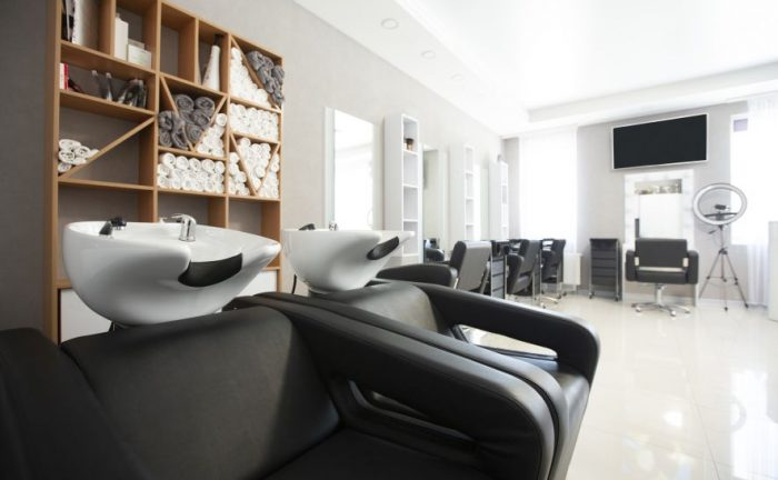 Nowe zasady pracy w salonach kosmetycznych i fryzjerskich